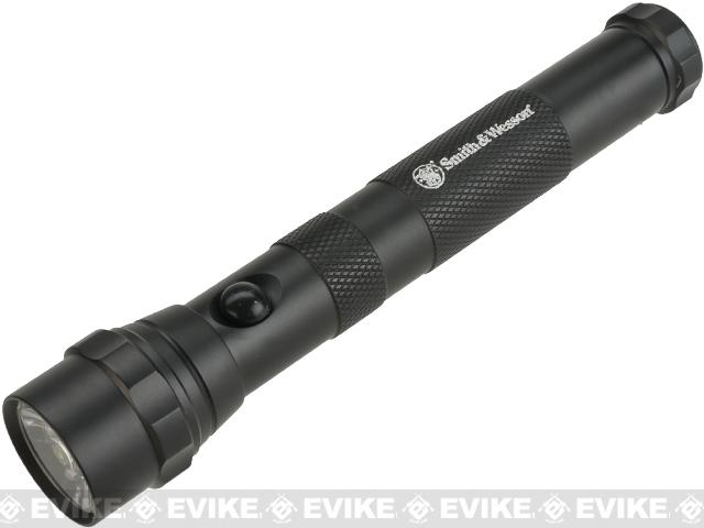 z Smith & Wesson Tactical LED Flashlight - Black